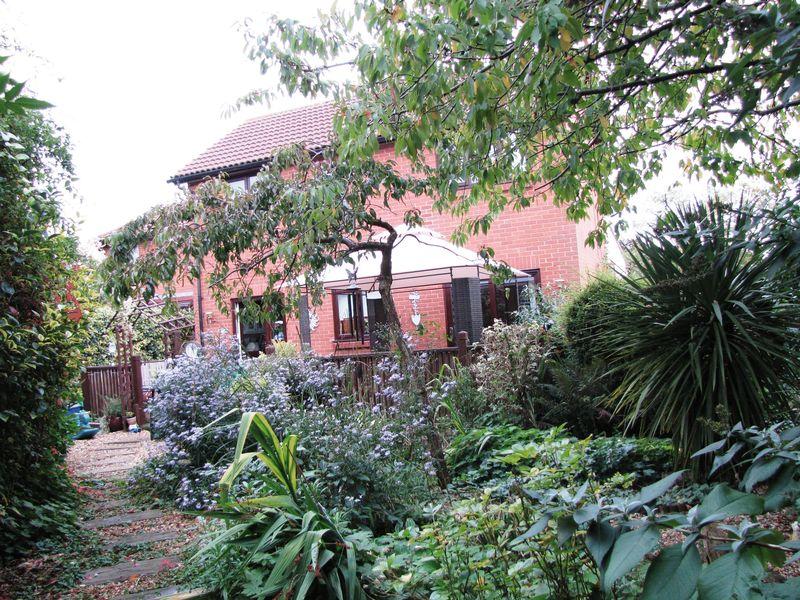 Redding Grove Crownhill