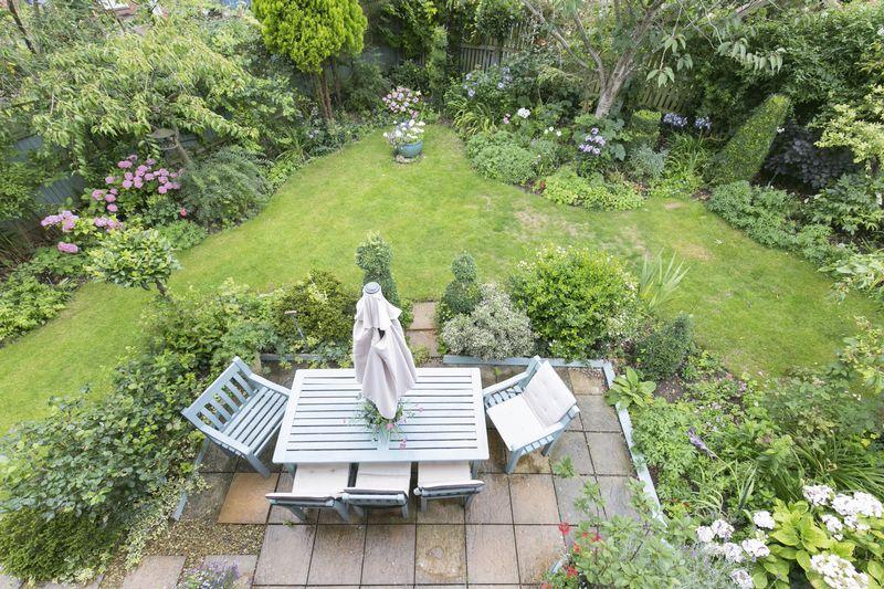 Lacock Gardens Hilperton