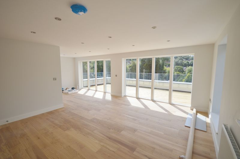 3 Bedrooms Property for sale in Weydown Road, Haslemere