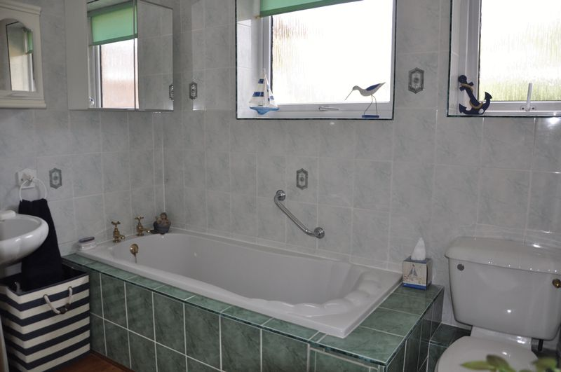 Bath/Shower Room