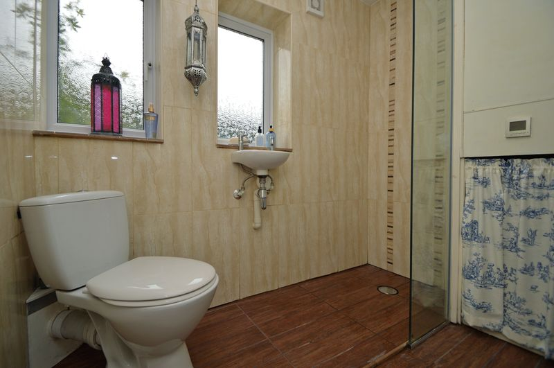 Downstairs Shower Room/Cloakroom