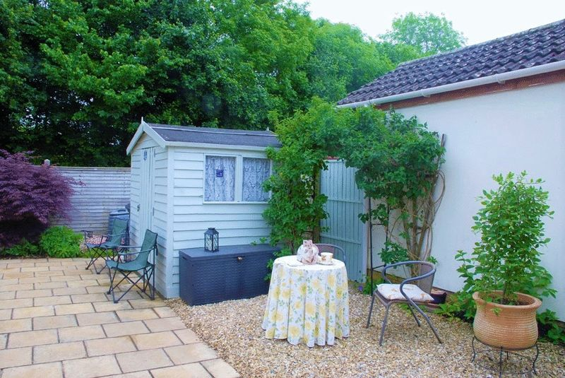 Garden and shed col
