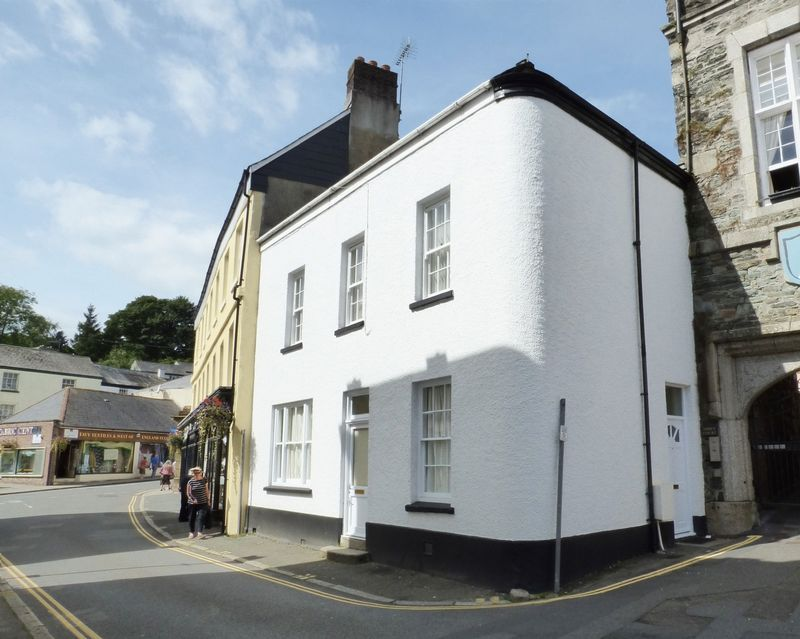 3 Bedrooms Property for sale in Tavistock, Devon