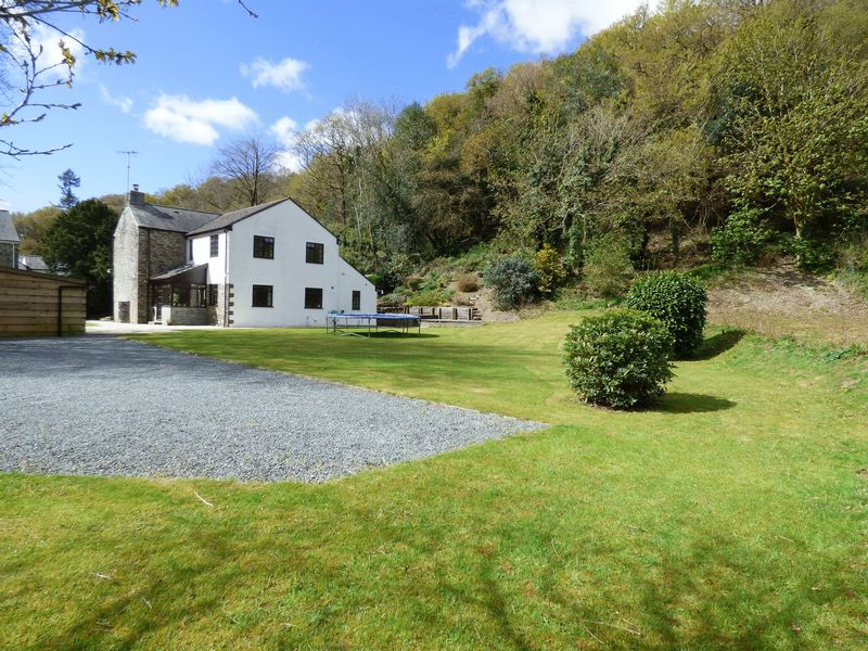 4 Bedrooms Property for sale in Mill Hill, Devon
