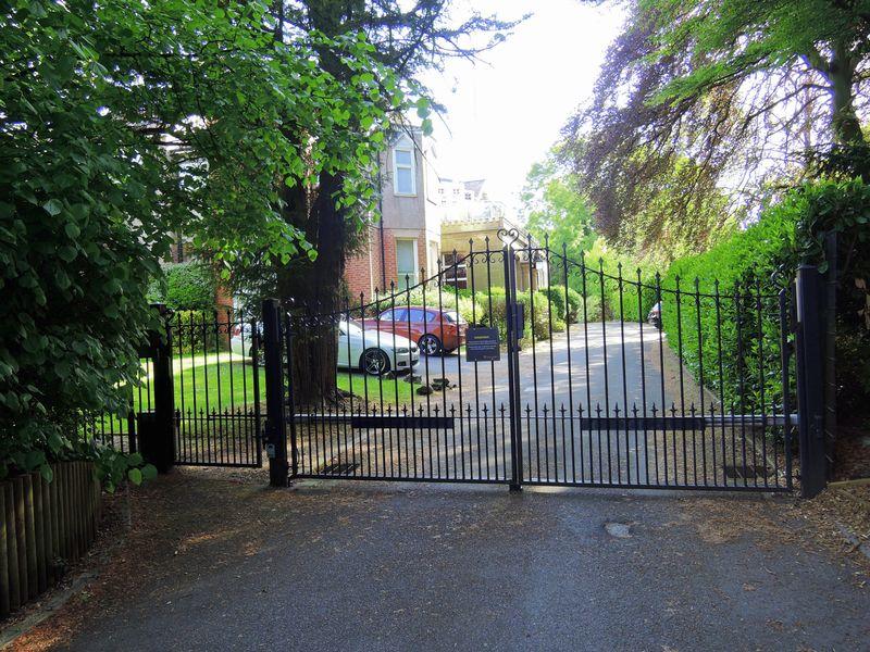 Bronington Close