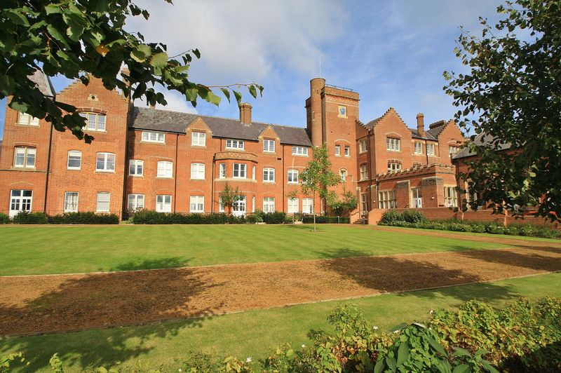 Basildon Court, Cholsey