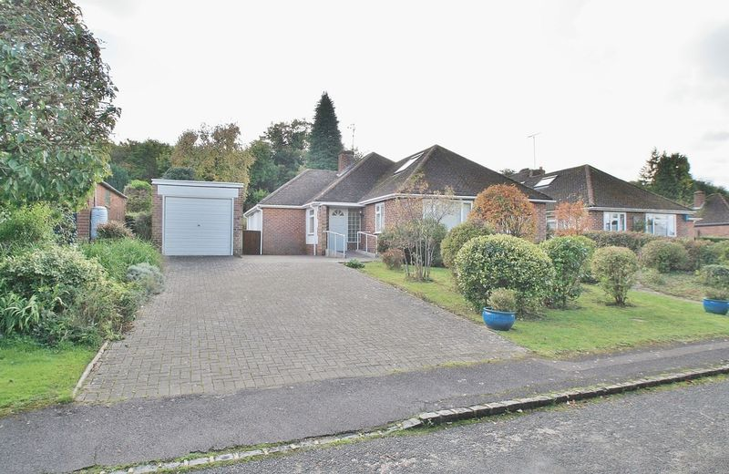 4 Bedrooms Property for sale in Summerfield Rise, Goring, Reading