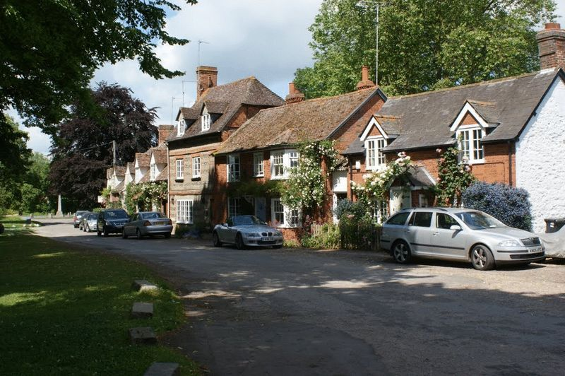 15 The Green South, Warborough