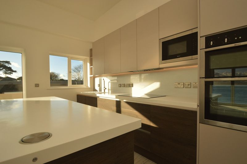 Kitchen (Apt 25)