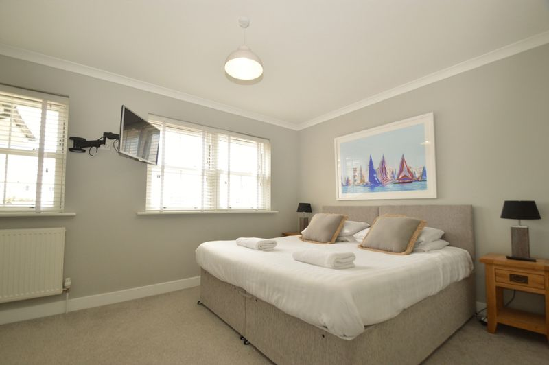 2 Cliff View Mews Crescent Road