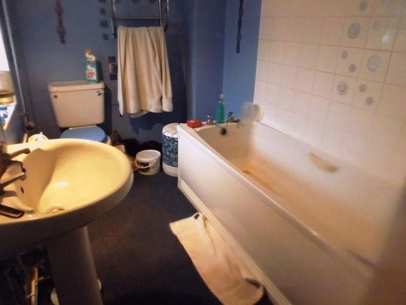 Trafalgar street lowestoft aldreds estate agents for Lowestoft bathroom centre