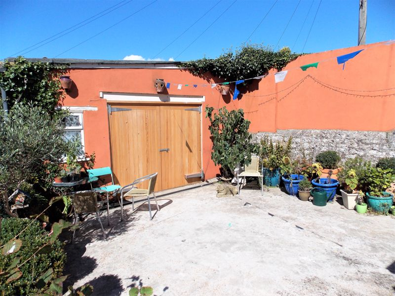 Garage/Workshop & Parking