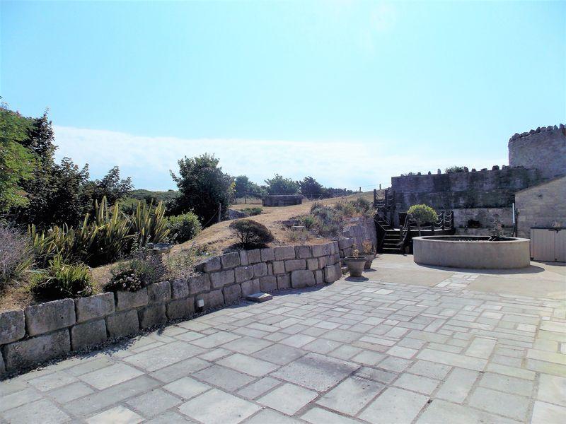 Patio & Gardens