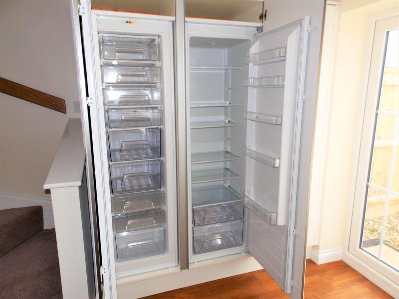 Large Integrated Fridge & Freezer