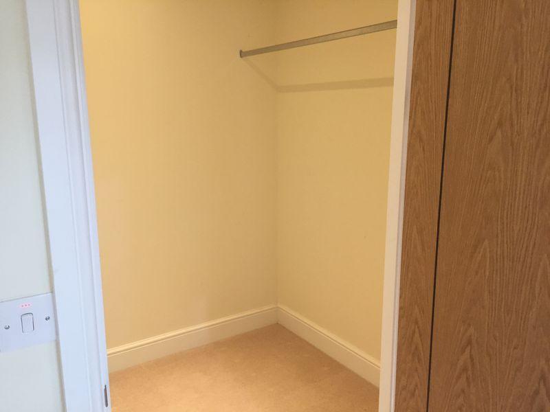 Additional walk in wardrobe