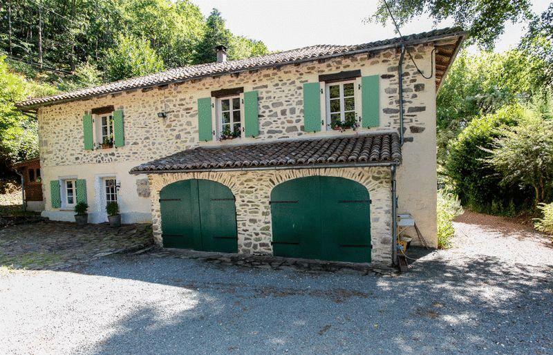 Near Saint-Saud-Lacoussière, Dordogne