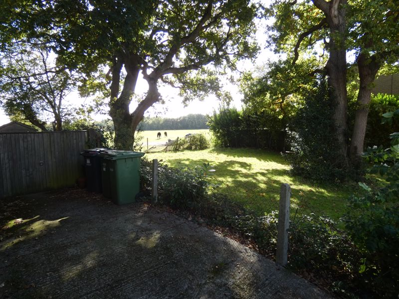 Hound Road Gardens Netley Abbey