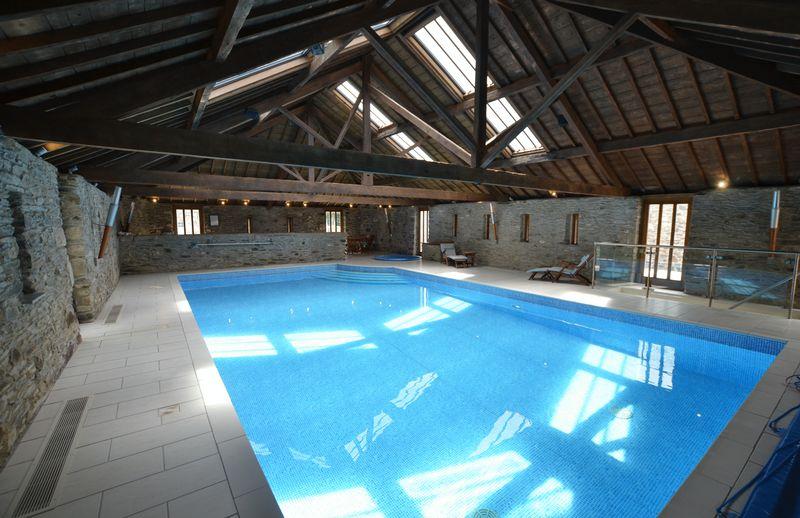 Swimming Pool Photo 4