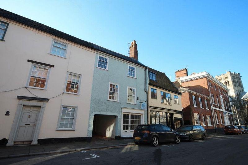 Upper St Giles Street