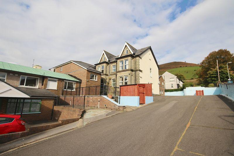 66 Brithweunydd Road