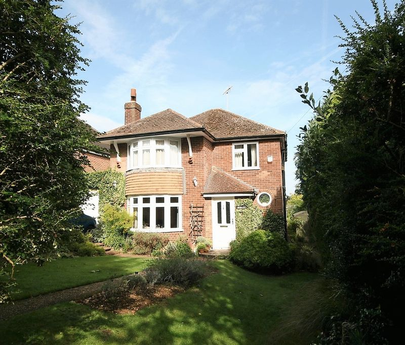 3 Bedrooms Property for sale in Hillary Road, Farnham