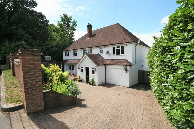 5 Bedrooms Property for sale in Upper Bourne Lane Wrecclesham, Farnham