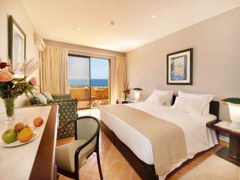 18 Bedroom Hotel