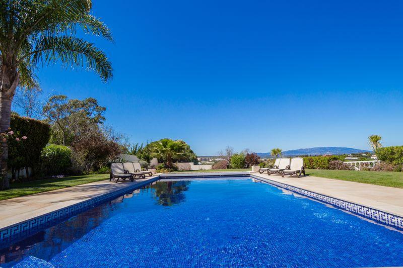 5 Bedroom luxury villa with pool, Torre near Lagos