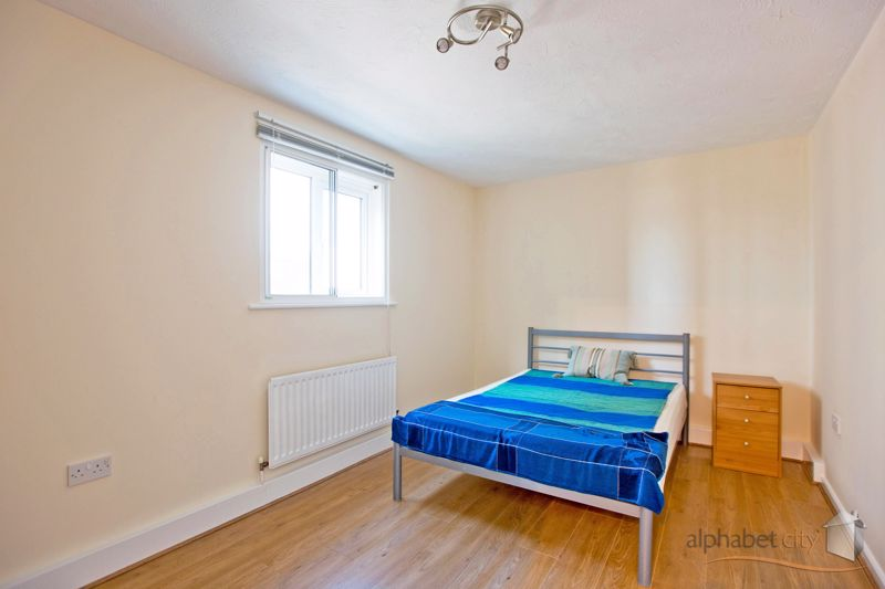 8 Connaught Road Silvertown