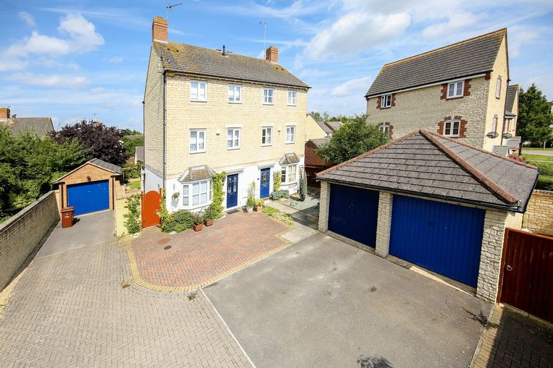 3 Bedrooms Property for sale in Siskin Road, Bicester