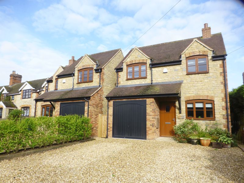 4 Bedrooms Property for sale in Main Street, Fringford, Bicester