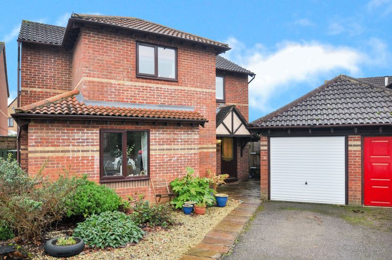 4 Bedrooms Property for sale in Willow Drive, Bicester