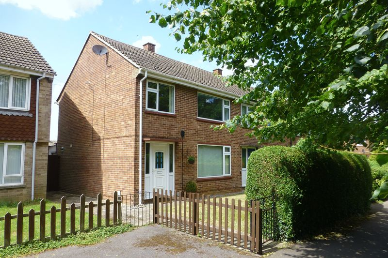 3 Bedrooms Property for sale in Ruskin Walk, Bicester