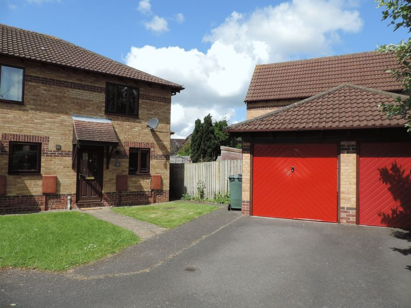 2 Bedrooms Property for sale in Conifer Drive, Bicester