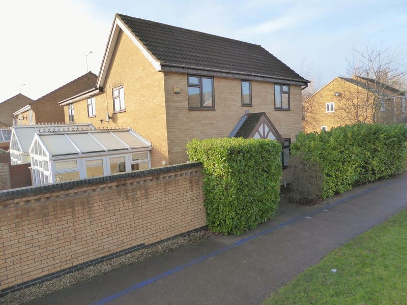 3 Bedrooms Property for sale in 15 Falcon Mead, Bicester
