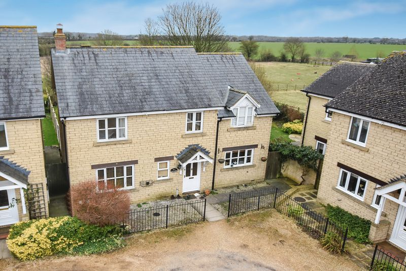 4 Bedrooms Property for sale in Hodgson Close, Fritwell, Bicester