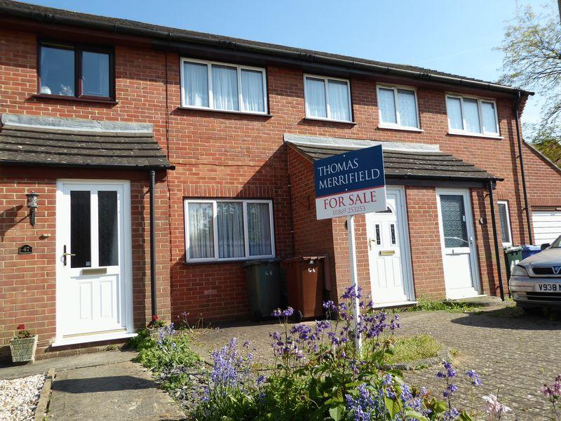 3 Bedrooms Property for sale in Beverley Gardens, Bicester