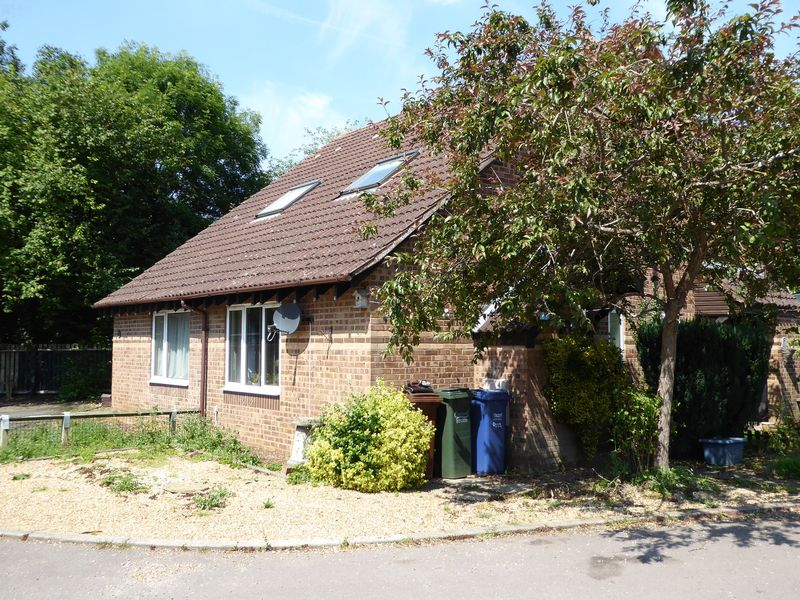 1 Bedroom Property for sale in Willow Drive, Bicester