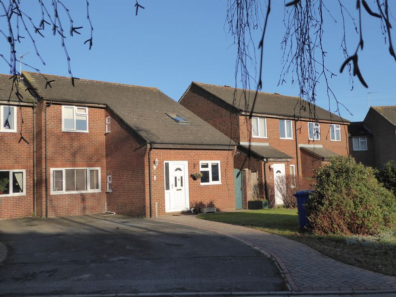 3 Bedrooms Property for sale in Manston Close, Bicester