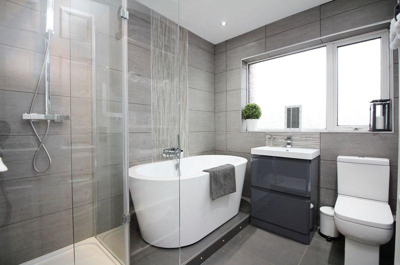 NEW Bath & Shower Room (2018)