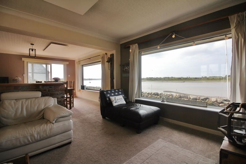 Lounge / Dining & Family Room Views