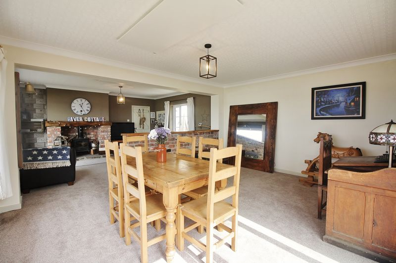Lounge / Dining & Family Room