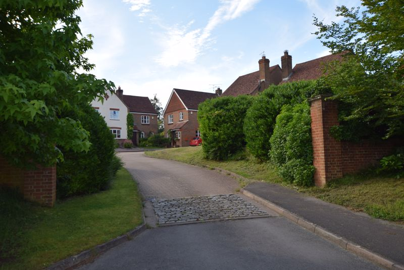 3 Bedrooms Property for sale in The Old Orchard Nash Meadows, South Warnborough