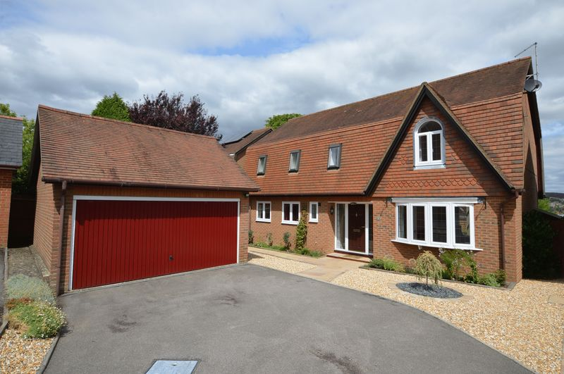 4 Bedrooms Property for sale in Ings Close, Alton