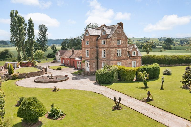 Country classic properties holme lacy hereford for Classic uk house