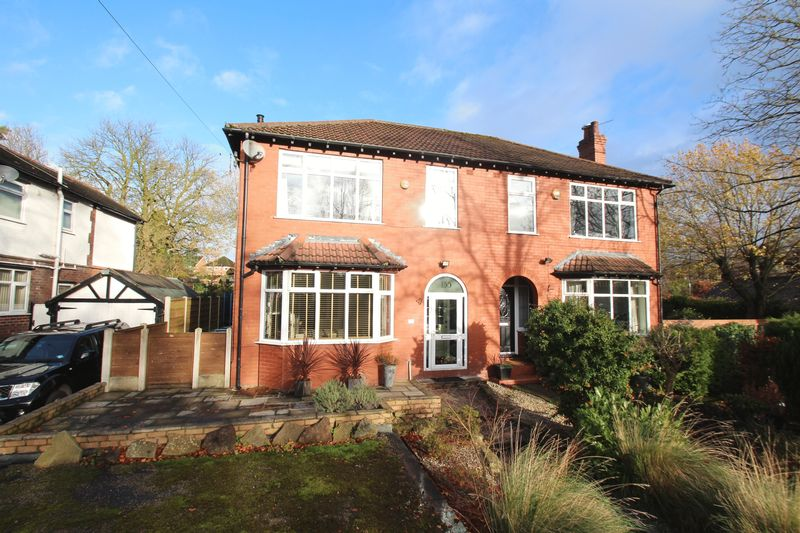 4 Bedrooms Property for sale in Compstall Road Romiley, Stockport