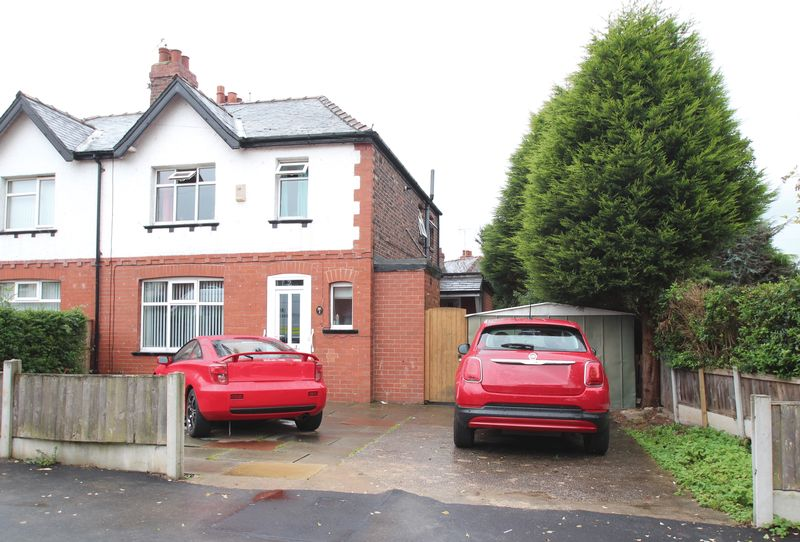 3 Bedrooms Property for sale in Kinder Grove Romiley, Stockport