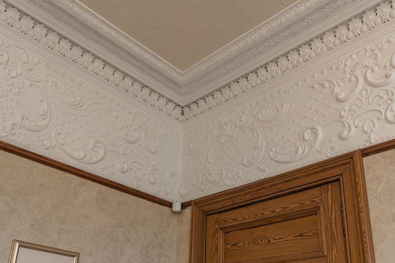 Family room frieze & cornice