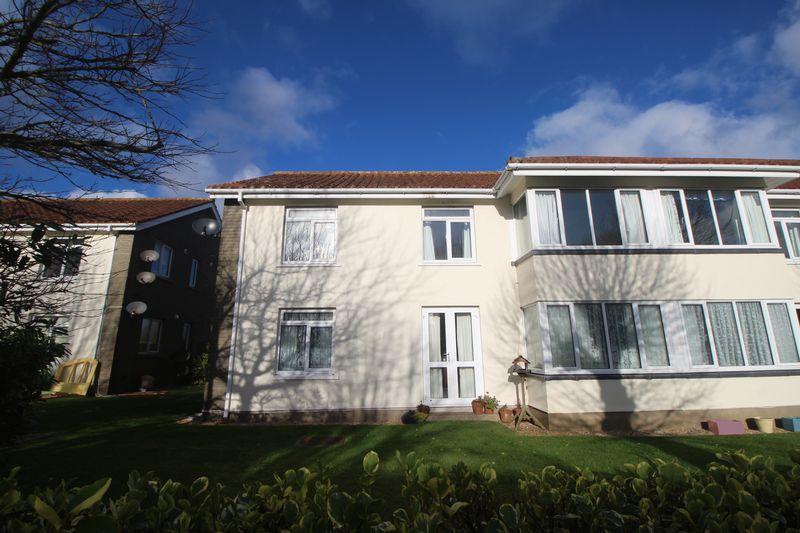 Flat 5 Avenue Vivier, Ville au Roi Estate