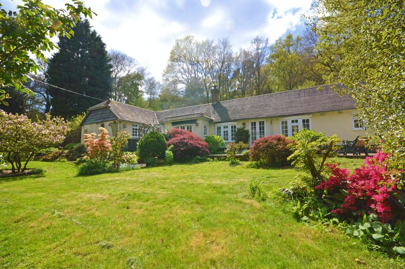 3 Bedrooms Property for sale in Whitmore Vale Grayshott, Hindhead